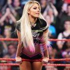 La star de la WWE, Alexa Bliss, explique que la série `` Fight Like a Girl '' revient à la maison et aborde la controverse de Ronda Rousey