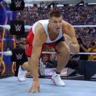 La WWE félicite Rob Gronkowski pour son retour dans la NFL, dit qu'il doit encore défendre le championnat 24/7