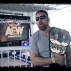Le champion du monde des poids lourds d'AEW, Jon Moxley, discute de l'atmosphère des coulisses de Double or Nothing
