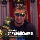 Malgré sa signature avec les Bucs de Tampa Bay, Gronk jure de défendre son titre à la WWE