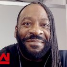 La réaction de Booker T à l'annulation des coulisses de la WWE, podcast du Hall of Fame