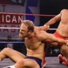 WWE News: Edge et Triple H font l'éloge d'Oney Lorcan contre Timothy Thatcher, Asuka apparaît lors du Main Event