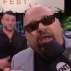 Taz prend une photo de l'épidémie de coronavirus du WWE Performance Center pendant le Fyter Fest