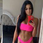 Billie Kay, membre de IIconics, publie une nouvelle photo de lingerie rose pour l'univers WWE