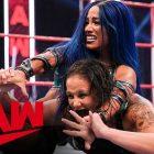 Sasha Banks met en garde Gina Carano après des commentaires sur son apparition éventuelle à la WWE, Shayna Baszler se fait tirer dessus