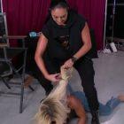 Sonya Deville de la WWE coupe les cheveux de Mandy Rose lors d'une attaque brutale contre SmackDown