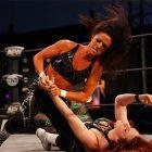 La nouvelle signataire AEW Serena Deeb annonce qu'elle s'auto-isole pendant 10 jours après le contact avec le COVID-19