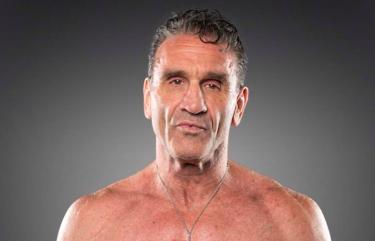 Ken Shamrock donne ses pensées sur Raw Underground et dit qu'il aimerait faire face à Kurt Angle