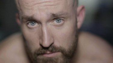 """Mike Bennett exhorte les lutteurs à cesser d'appeler les fans """"marques"""" et à mieux les traiter"""