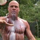 Kurt Angle, membre du Temple de la renommée de la WWE, a l'air brisé lors du défi Got Milk