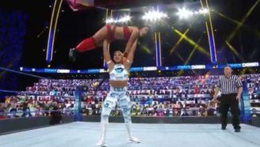 Bianca Belair fait ses débuts contre Zelina Vega