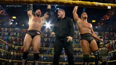 Pat McAfee aide Oney Lorcan et Danny Burch à remporter les titres par équipe de la WWE NXT
