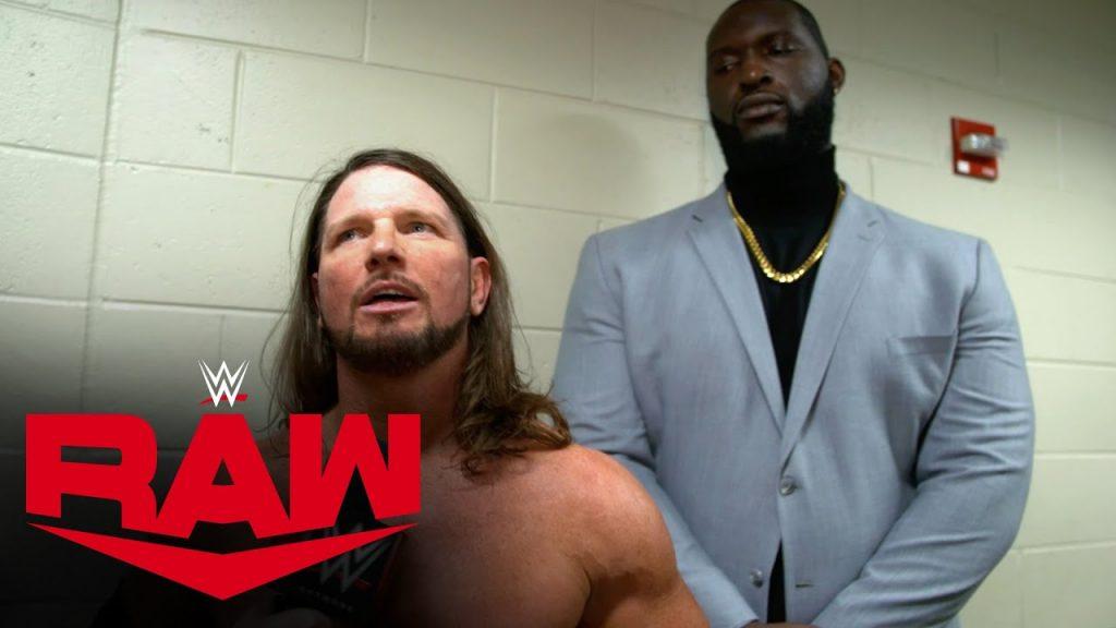 """La WWE utilise maintenant """"Omos"""" comme nom de bague pour le garde du corps d'AJ Styles"""