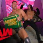 Le Miz récupère son argent WWE dans la mallette de la banque