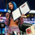 Résultats de WWE SmackDown, récapitulatif, notes: Carmella attaque Sasha Banks, Roman Reigns détruit Kevin Owens