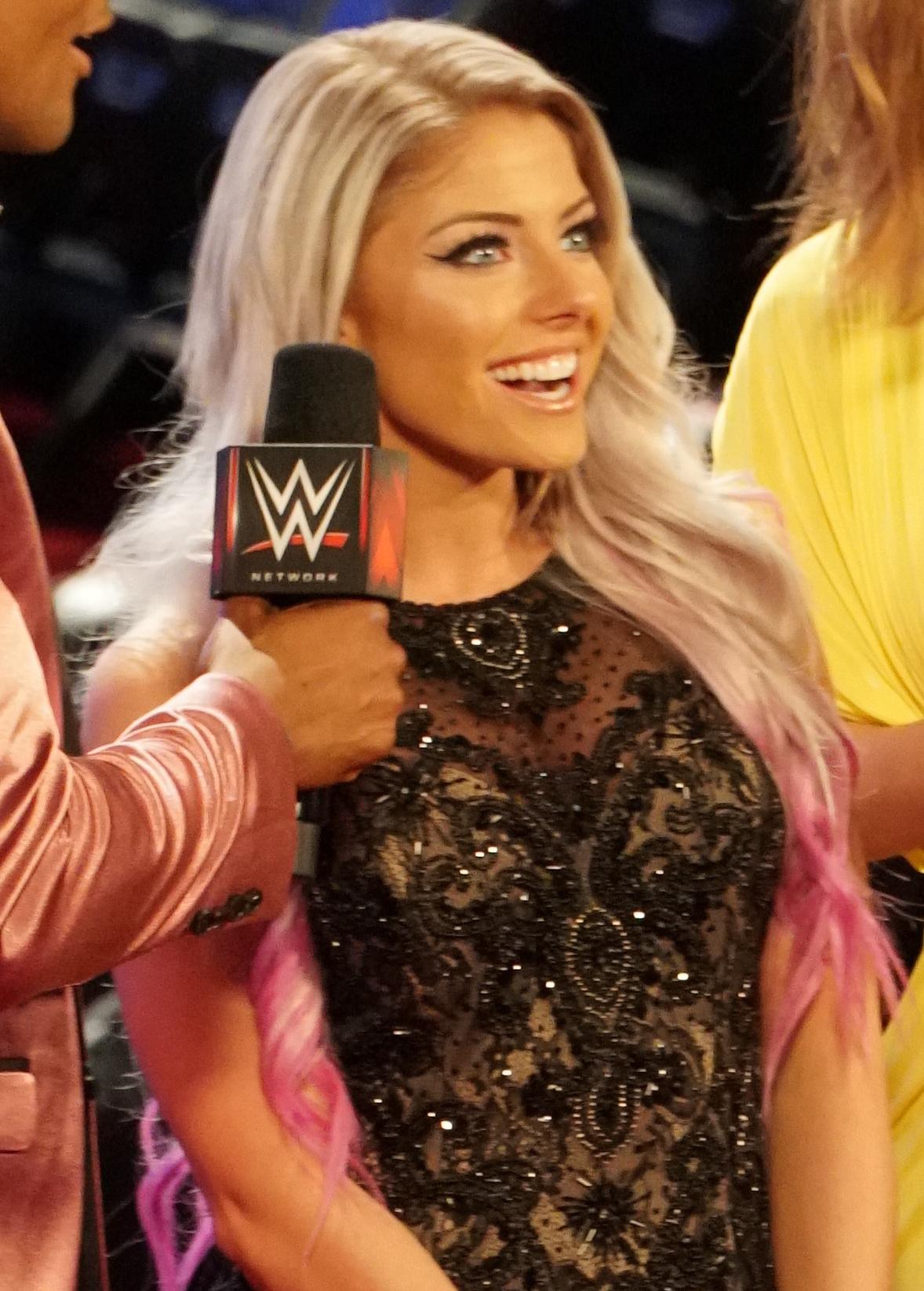 Alexa Bliss révèle quelles deux anciennes superstars de la