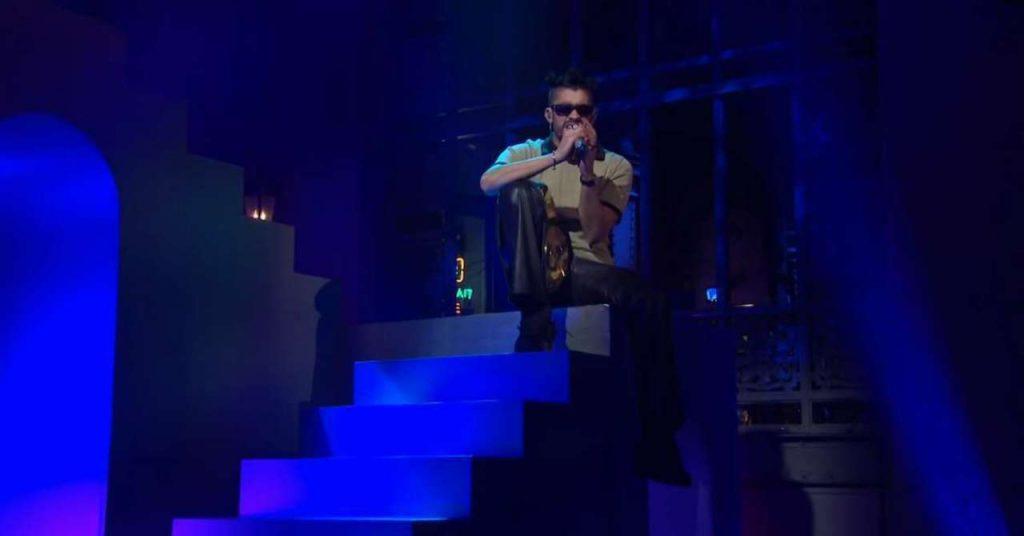 Bad Bunny a remporté le titre WWE 24/7 lors de la performance de `` Te Deseo lo Mejor ''