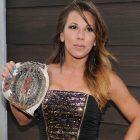 La WWE licencie un employé qui a envoyé un `` paquet de soins '' au lutteur licencié Mickie James