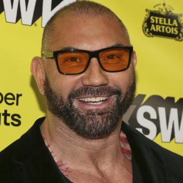 Batista abat le retour de la WWE;  Rumeurs de Vince McMahon;  Young Bucks sur WWE HoF    Rapport du blanchisseur