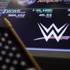 La WWE sort du tapis et bat les estimations de Wall Street au premier trimestre alors que Peacock Haul compense les pertes liées aux événements en direct