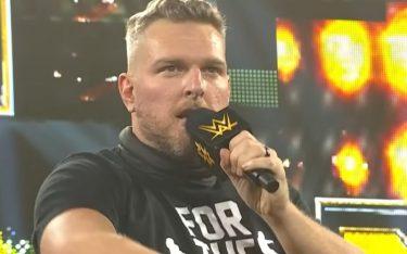Pat McAfee dit que rejoindre l'équipe de WWE SmackDown annonce qu'un rêve devient réalité