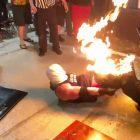 Wrestling Star met le feu à son adversaire;  Voir la vidéo