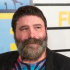 L'exécutif du comté, Bellone, annonce que le lutteur de la WWE, Mick Foley, filme PSA pour encourager les résidents du Suffolk à se faire vacciner