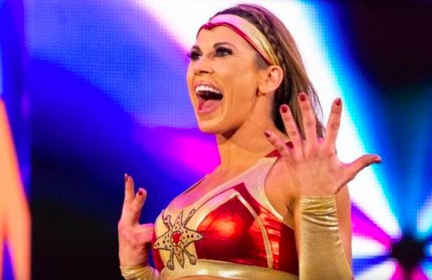 Mickie James parle de la WWE qui maintient sa division féminine, comment ils luttent avec la réservation à long terme