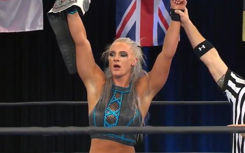 Serena Deeb perd le titre mondial féminin de la NWA face à Kamille