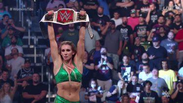 Charlotte Flair remporte la bataille contre Rhea Ripley pour devenir championne RAW féminine