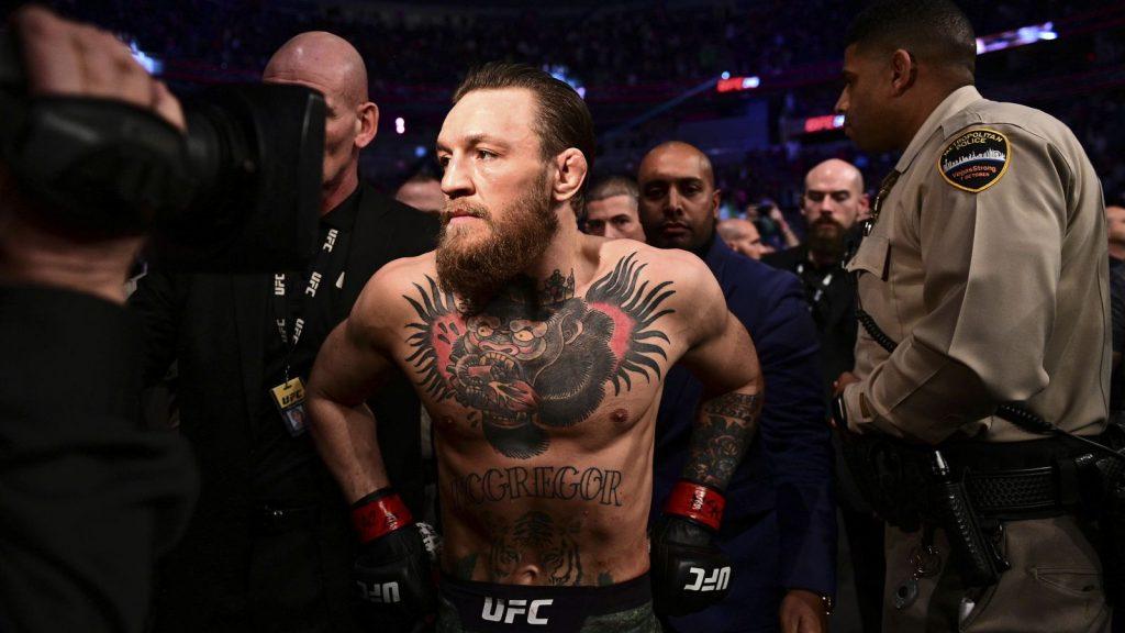 """La folie de minuit !  Conor McGregor à la WWE ?  """"Tout le monde ne l'accueillerait pas"""""""