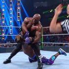 Les fans de la WWE sont stupéfaits que Bobby Lashley ait écrasé Kofi Kingston dans un match de championnat de la WWE