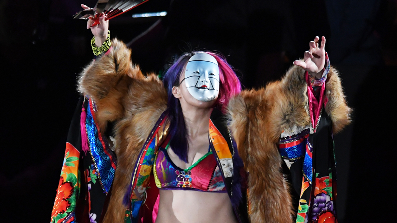 Coin des collectionneurs: examen approfondi de FOCO WWE Asuka Bobblehead (photos)