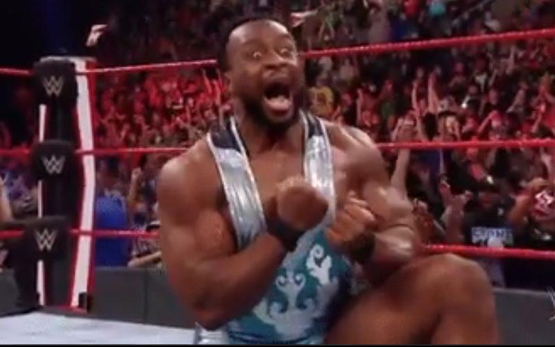 Big E remporte le titre de la WWE en encaissant de l'argent dans la mallette de la banque