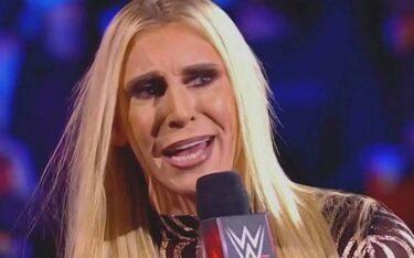 Charlotte Flair escortée hors du bâtiment par la sécurité après WWE SmackDown