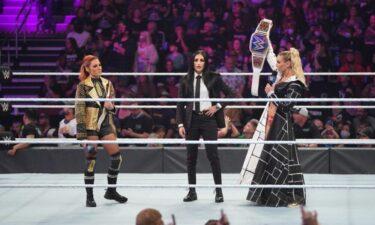 Vince McMahon mécontent de Charlotte Flair dans les coulisses après l'incident de Becky Lynch, Charlotte s'est rendue à AEW Dynamite pour soutenir Andrade El Idolo